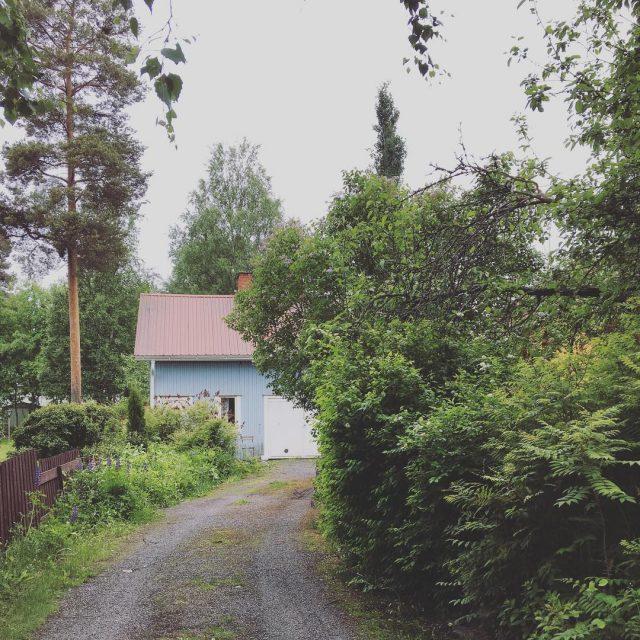 Viel saunotaan sinisess pihasauna ssa  puusauna juhannussauna puutaloelm saunahellip
