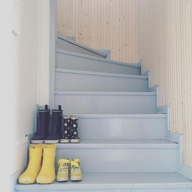 kumpparit portaikko puutalo stairs shoes woodenhouse