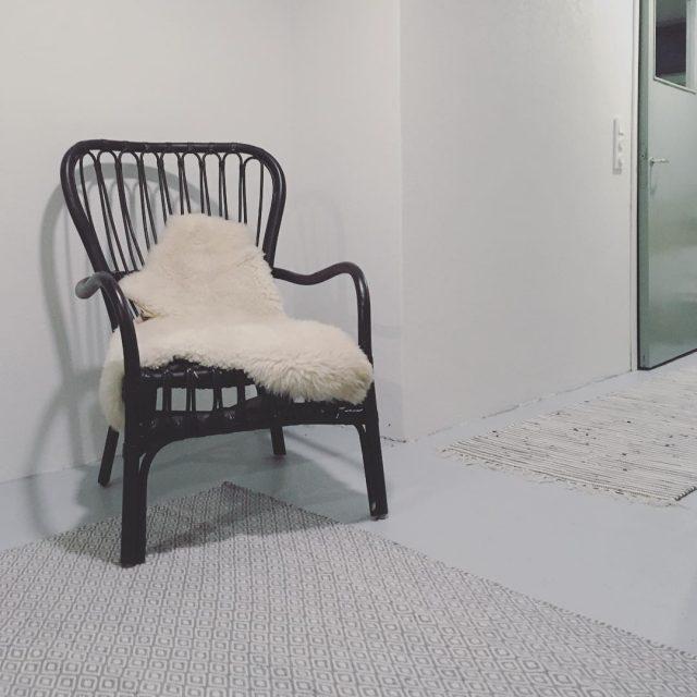 Harmaata harmaalle Kellarihuoneen betonilattialle lytyi uusi villamatto matto villamatto betonilattiahellip