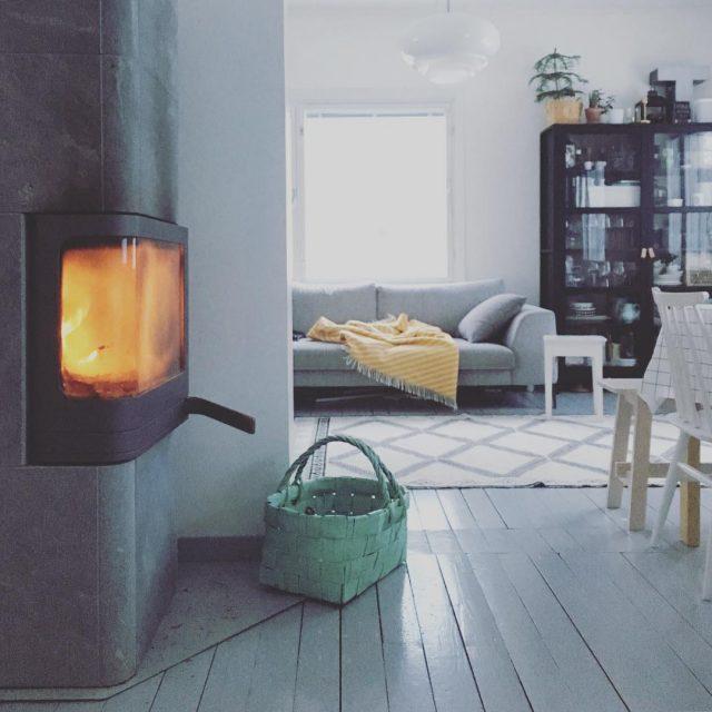 Rapsakka aamu pakkanen takkatuli keitti puutaloelm wintermorning fireplace kitchen scandinavianhome